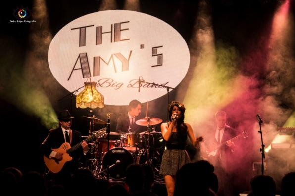 Performace of The Amy's in the Salou Nits Daurades 2016