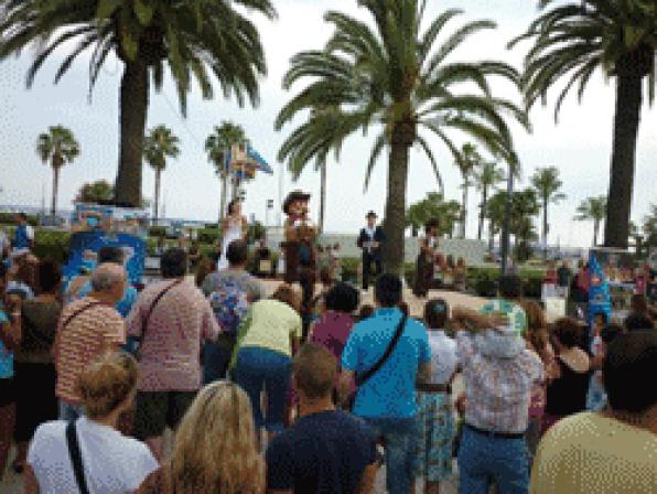 Portaventura sings with Woody and the children