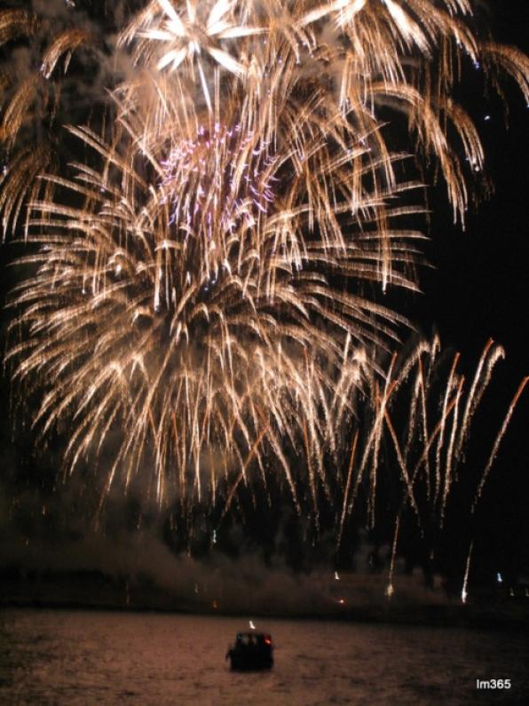 Vente a Navegar organizes outings to see the Fireworks Competition of Tarragona from the sea